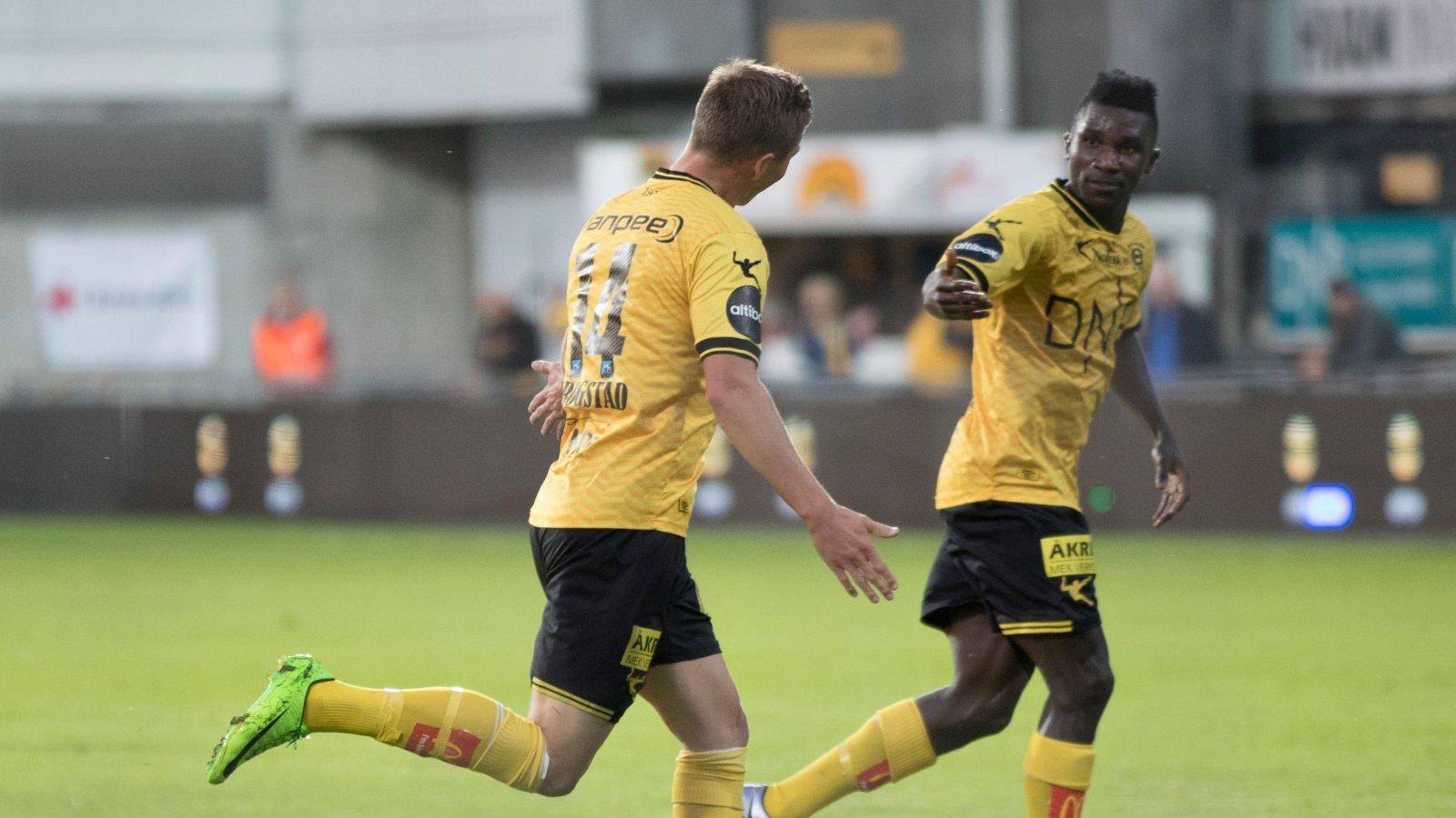 Fredrik Krogstad og Ifeanyi Mathew jubler for scoring mot Stabæk