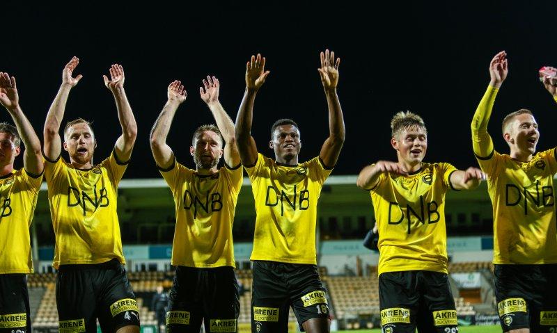 JUBEL: Eskil Edh (til høyre) kunne juble for 2-0-seier sammen med lagkameratene.