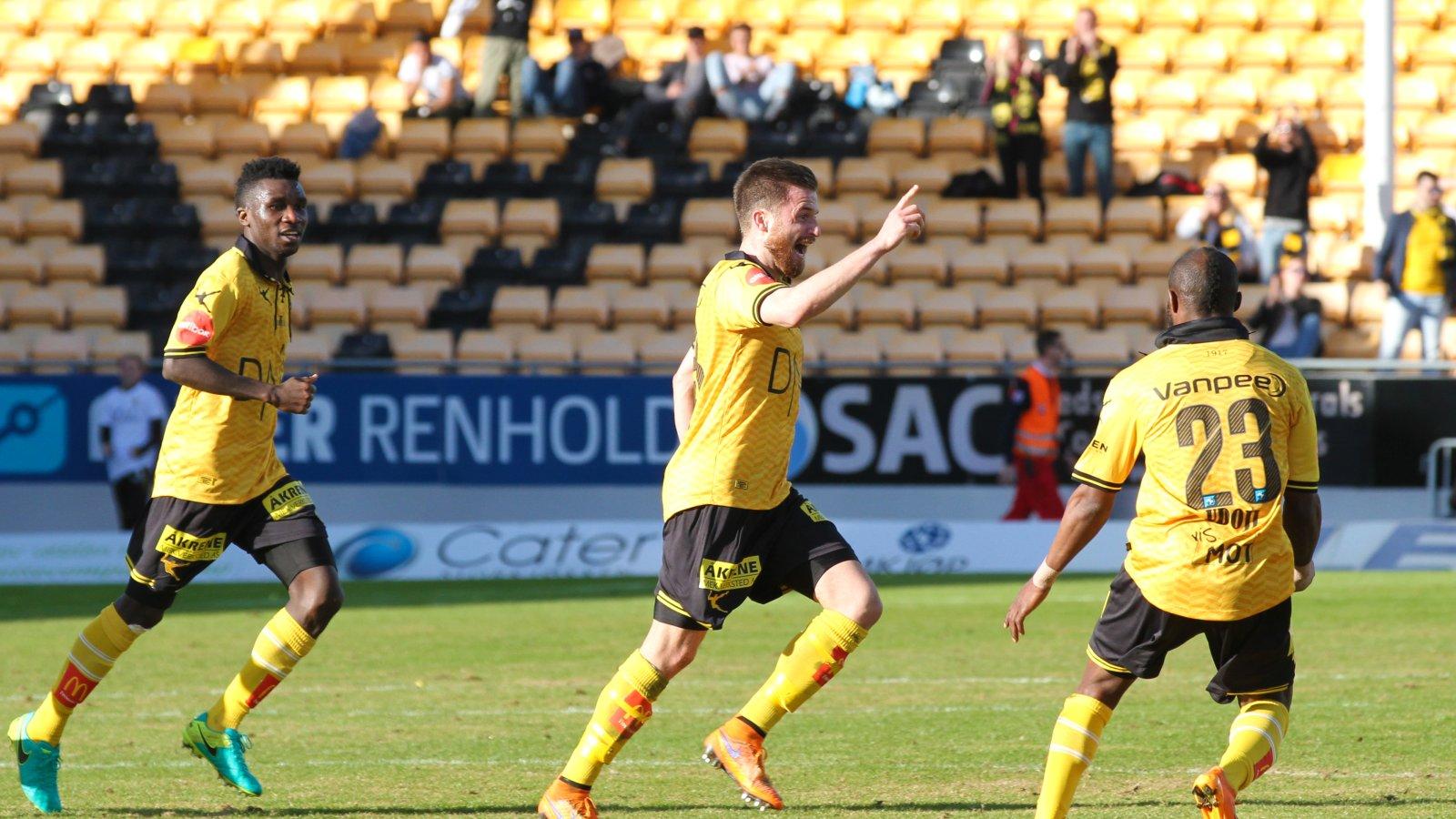 Aleksander Melgalvis jubler etter scoring mot Sandefjord