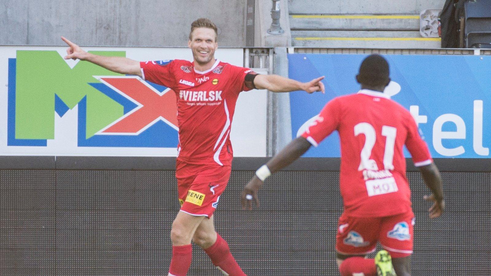 Frode Kippe jubler etter scoring mot Rosenborg