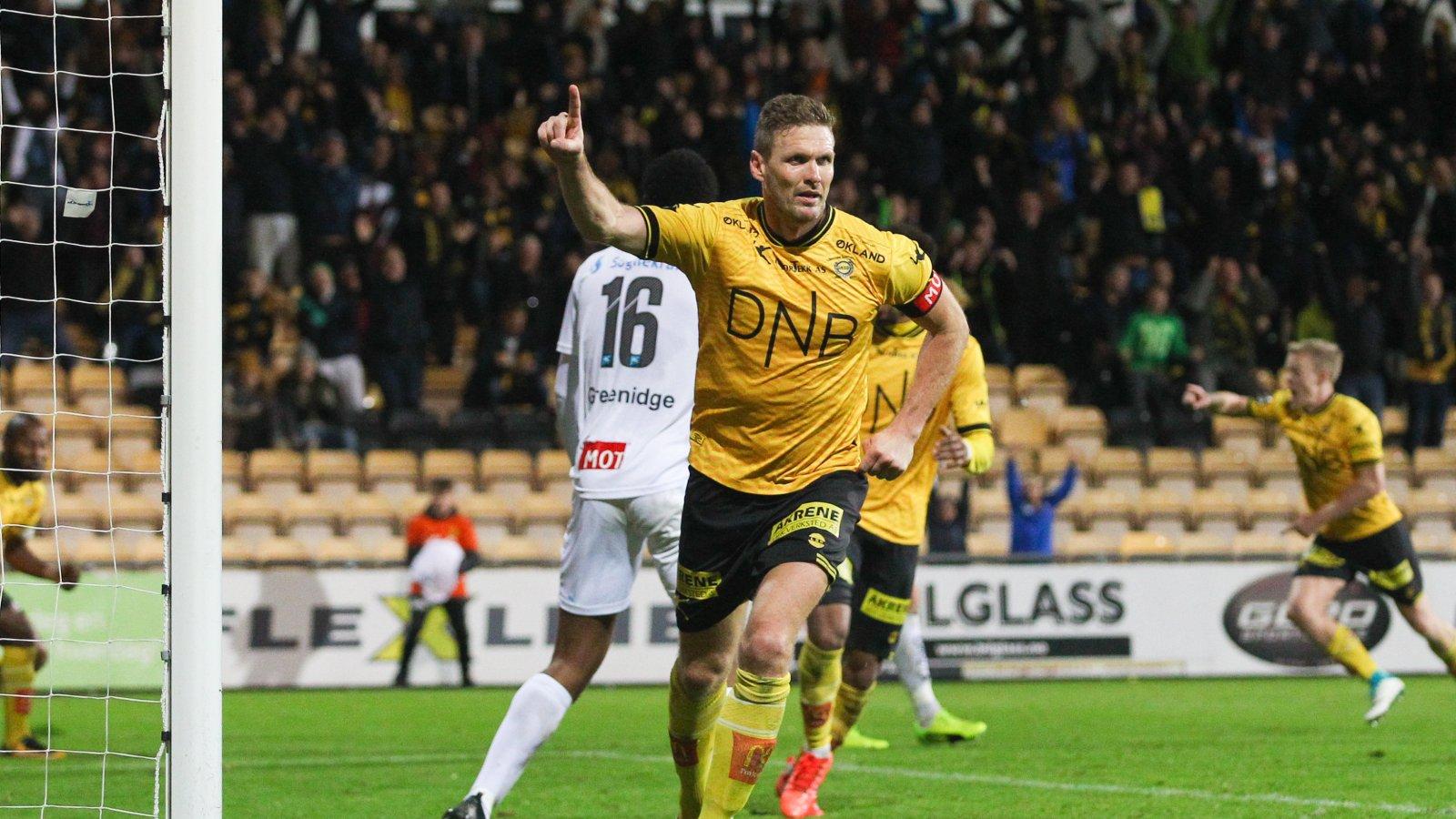 Frode Kippe jubler etter scoring mot Sogndal