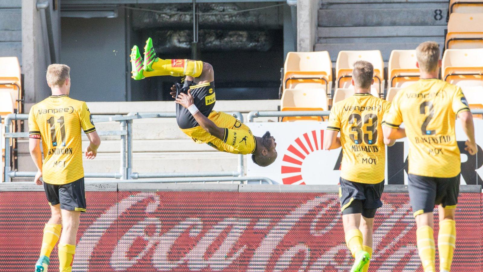 Chigozie Udoju feirer scoring mot Strømsgodset